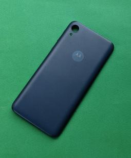 Крышка Motorola Moto E6 синяя (B-сток)